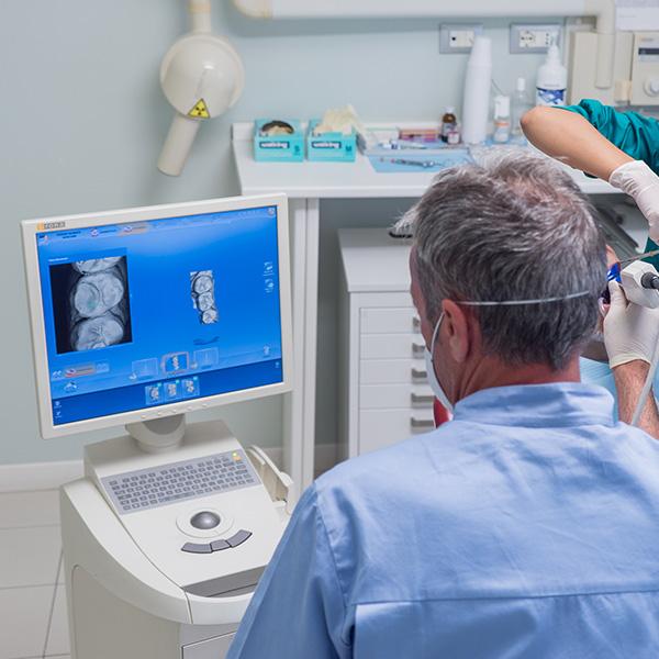 Protesi-Dentarie-con-metodica-CAD-CAM